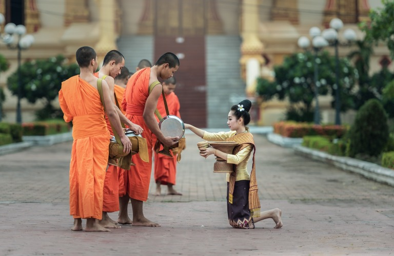 monks-1822571_1920