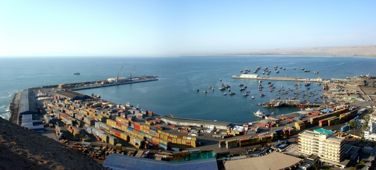 Arica_port_(Jan._2008)